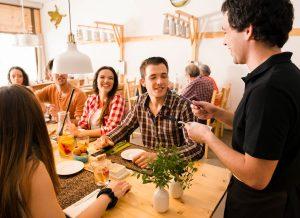 Lokal gastronomiczny – o jakich znakach należy pamiętać?