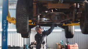 Warsztat samochodowy – bezpieczeństwo i znaki BHP