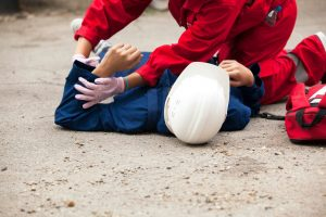 Udzielenie pierwszej pomocy – co zrobić, jeśli w pracy zdarzył się wypadek?