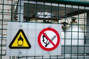 Jak stosować znaki bezpieczeństwa?