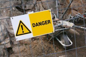 Oznakowanie zagrożeń w zakładzie pracy i drogi ewakuacyjne