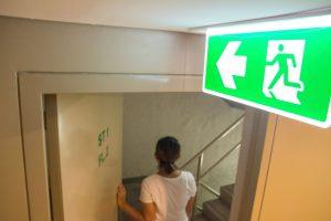 Znaki bezpieczeństwa – wymagania konstrukcyjne i normy