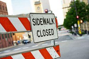 Zamknięcie chodnika a ruch pieszych