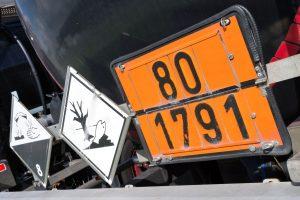 Przewóz ładunków niebezpiecznych – wyposażenie pojazdu