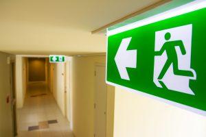 Ewakuacyjne znaki kierunkowe – znaki PN-EN ISO 7010