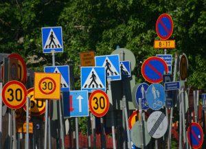 Konstrukcje wsporcze znaków drogowych