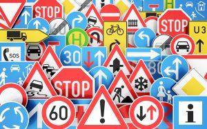 Rodzaje znaków drogowych: jaki jest podział oznaczeń drogowych? Z przykładami