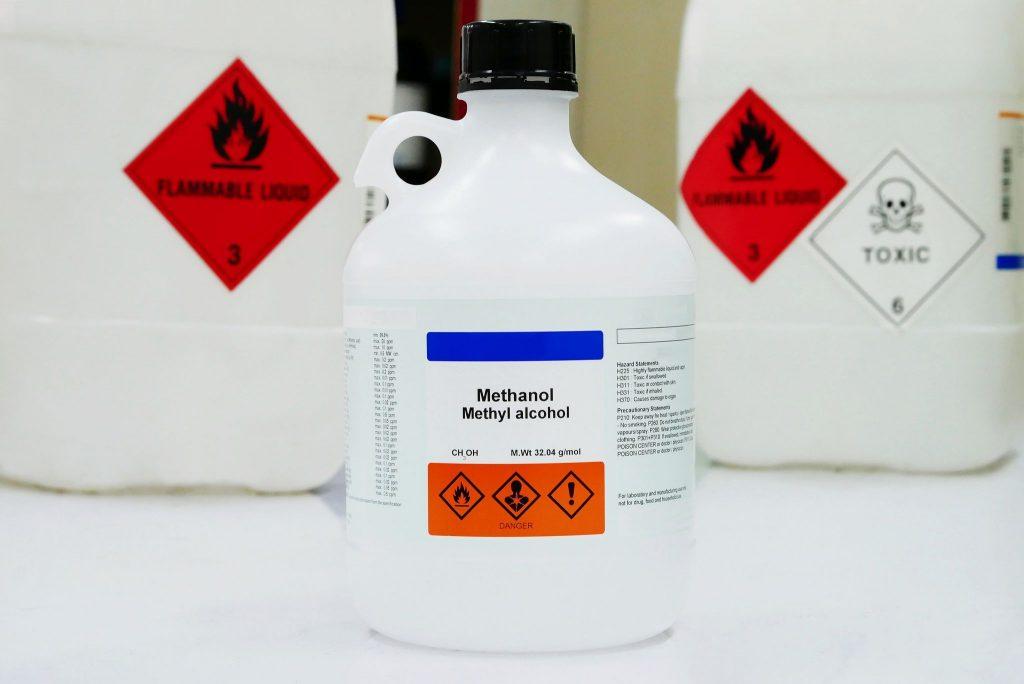 Znaki ostrzegawcze na srodkach chemicznych