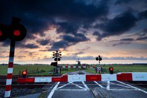 Przejazd kolejowy – przepisy i oznakowanie