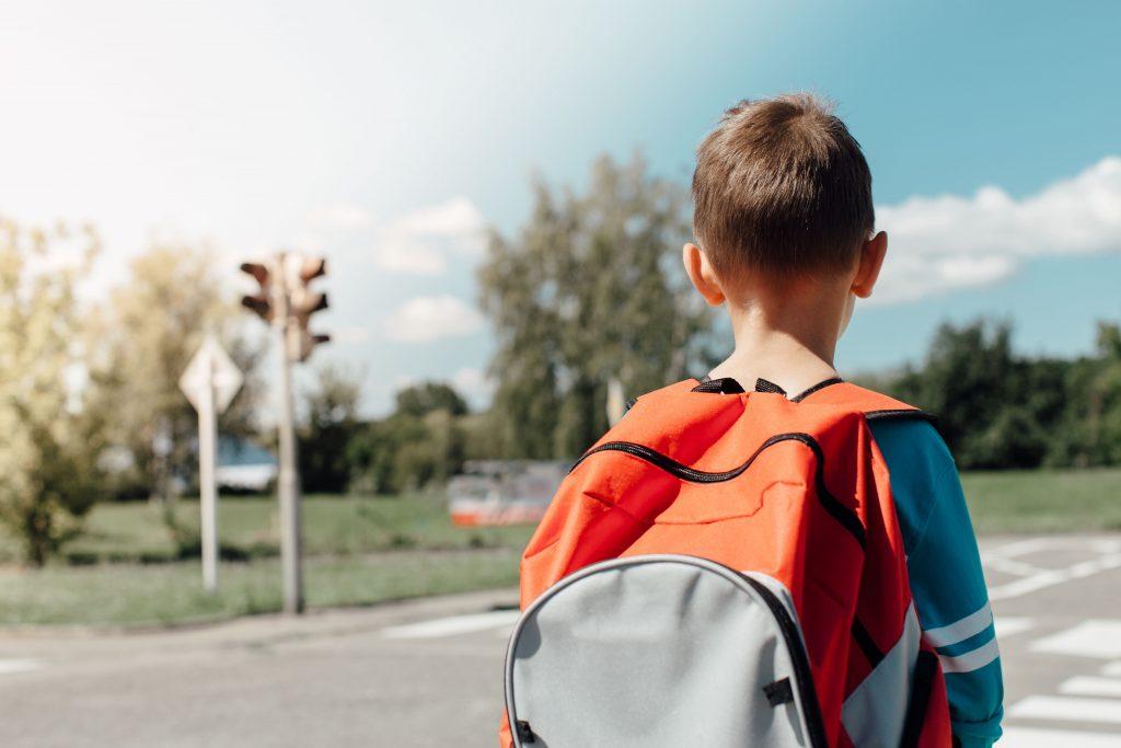 Znaki drogowe w miejscach uczeszczanych przez dzieci