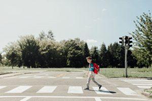 Znak Agatka z lizakiem: co oznacza symbol dziewczynki na drodze i gdzie się go stawia?