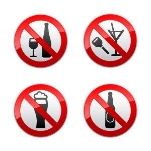 Zakaz spożywania alkoholu – jak poprawnie oznakować sklep i inne obiekty?