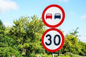 Wypożyczalnia znaków drogowych: jakie są ceny i jak działa wynajem? Kto może skorzystać z usługi?