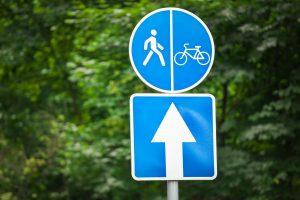 Droga dla pieszych i rowerzystów – jak oznakowane są ścieżki pieszo-rowerowe?