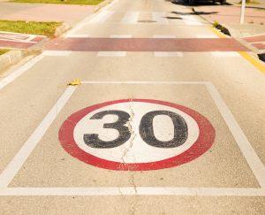 Odwołanie ograniczenia prędkości – kiedy przestaje obowiązywać znak B-33?
