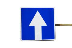 Droga jednokierunkowa – zasady umieszczania znaku D-3
