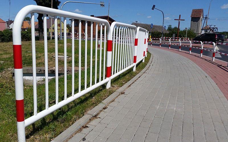 Bariera chodnikowa U-11a biało-czerwona, szczeblinkowa