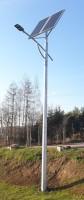 Lampa uliczna z panelem słonecznym na slupie