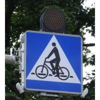 Znak aktywny podświetlony D-6a Przejazd, pierszeństwo dla rowerzystów