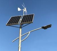 Panel słoneczny oraz turbina wiatrowa lampy ulicznej