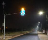 Aktywne przejście dla pieszych oświetlone nocą