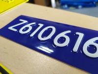 Tabliczka tłoczona numer seryjny, oznaczenie rurociągu