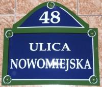 Tabliczka adresowa, emaliowana z adresem, nazwą ulicy oraz numerem, ozdobna, nietypowy kształt