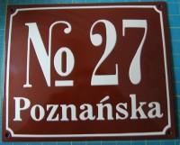 Tabliczka adresowa, emaliowana z adresem, nazwą ulicy oraz numerem, tradycyjna