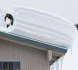 Odśnieżanie i usuwanie nadmiaru śniegu z dużych powierzchni dachowych
